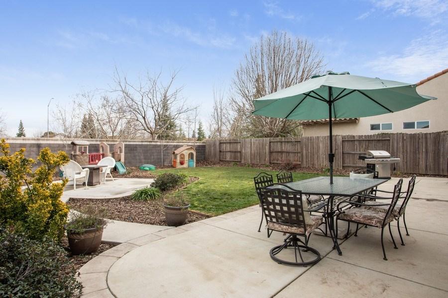 Real Estate Photography - 2264 Trimstone Way, Roseville, CA, 95747 - Back Yard