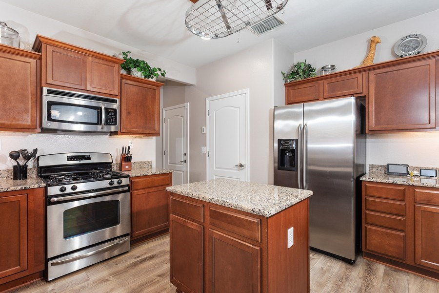 Real Estate Photography - 2264 Trimstone Way, Roseville, CA, 95747 - Kitchen