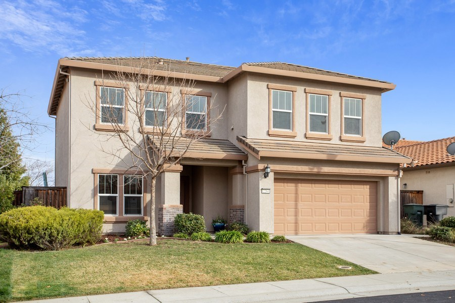 Real Estate Photography - 2264 Trimstone Way, Roseville, CA, 95747 - Front View