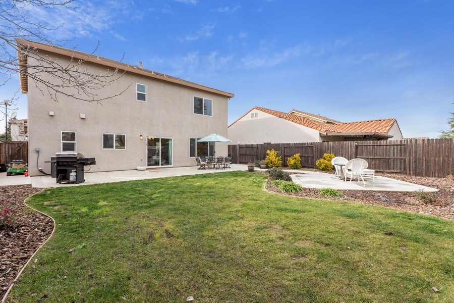 Real Estate Photography - 2264 Trimstone Way, Roseville, CA, 95747 - Rear View