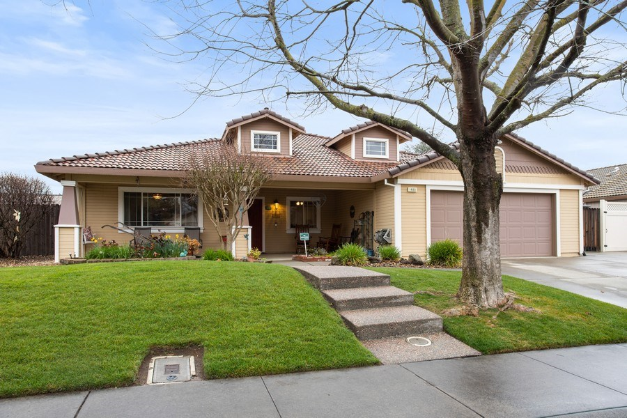 Real Estate Photography - 1460 Austin Dr, Dixon, CA, 95620 - Front View