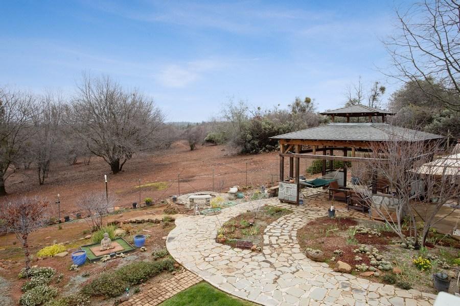 Real Estate Photography - 3080 Carlson Dr, Shingle Springs, CA, 95682 - Side Yard