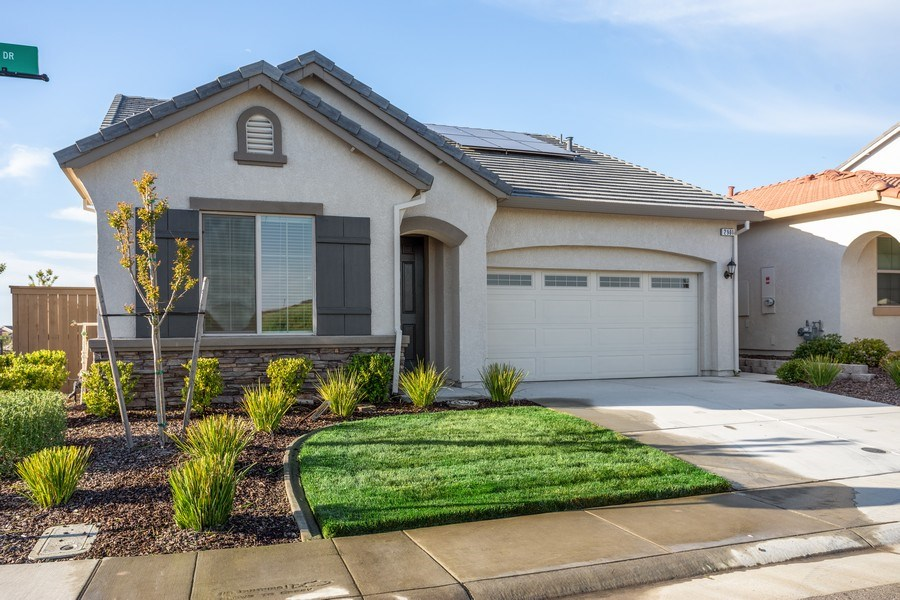 Real Estate Photography - 2901 Laredo Dr, Rocklin, CA, 95765 - Front View