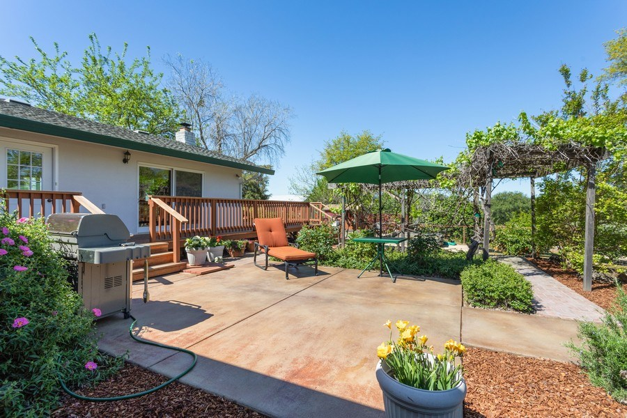 Real Estate Photography - 6810 Casa Vista Drive, Loomis, CA, 95650 - Side Yard