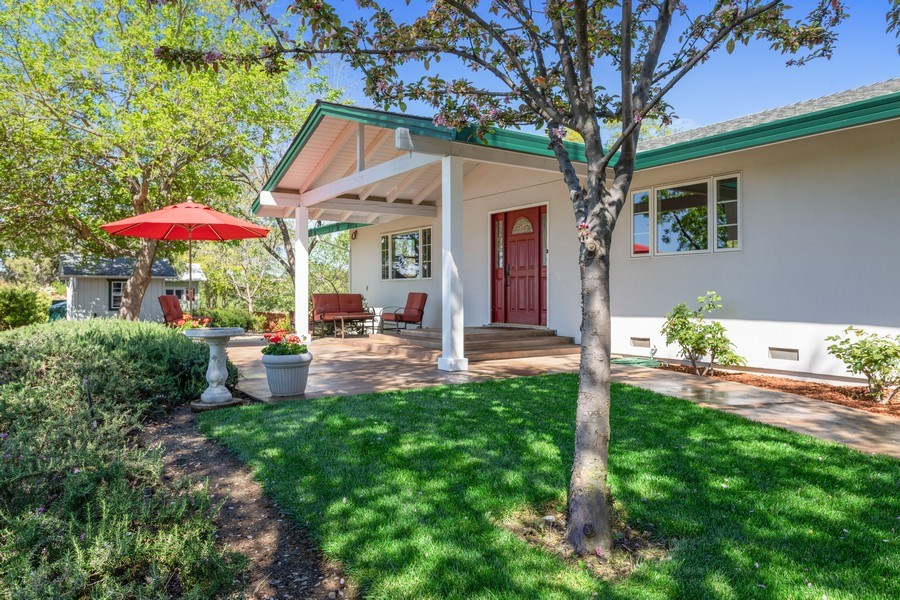 Real Estate Photography - 6810 Casa Vista Drive, Loomis, CA, 95650 - Porch