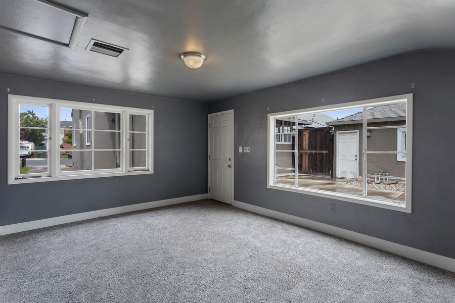 Real Estate Photography - 3172 T Street, Sacramento, CA, 95816 -
