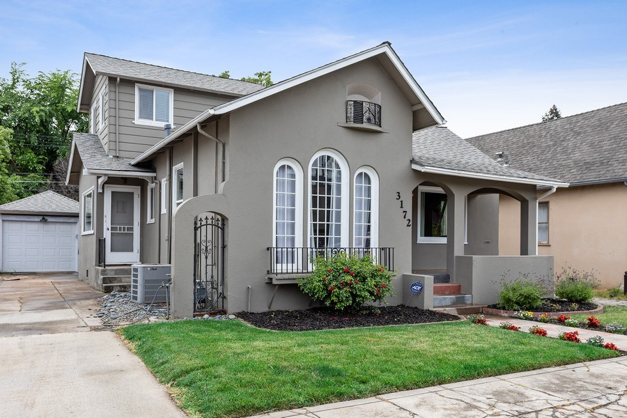 Real Estate Photography - 3172 T Street, Sacramento, CA, 95816 - Front View