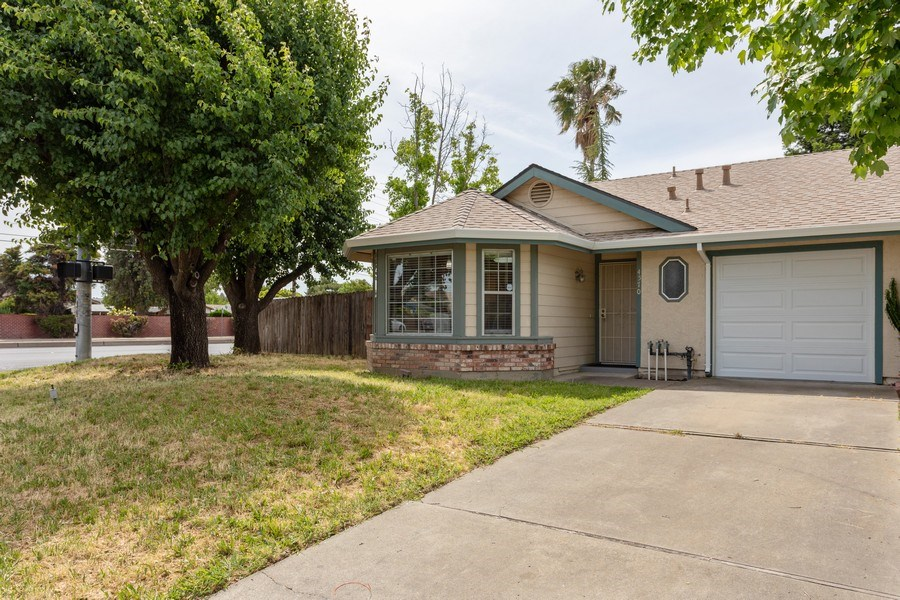 Real Estate Photography - 4570 Armadale Way, Sacramento, CA, 95823 - Front View
