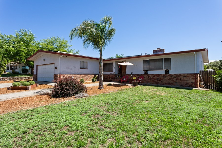 Real Estate Photography - 1370 Wesley Lane, Auburn, CA, 95603 - Front View