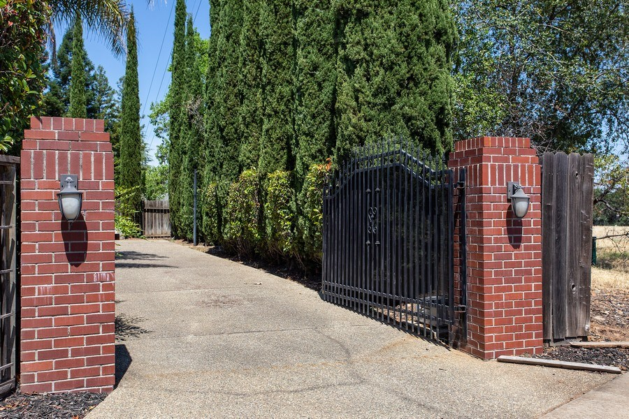 Real Estate Photography - 146 Tomlinson Drive, Folsom, CA, 95630 - Driveway