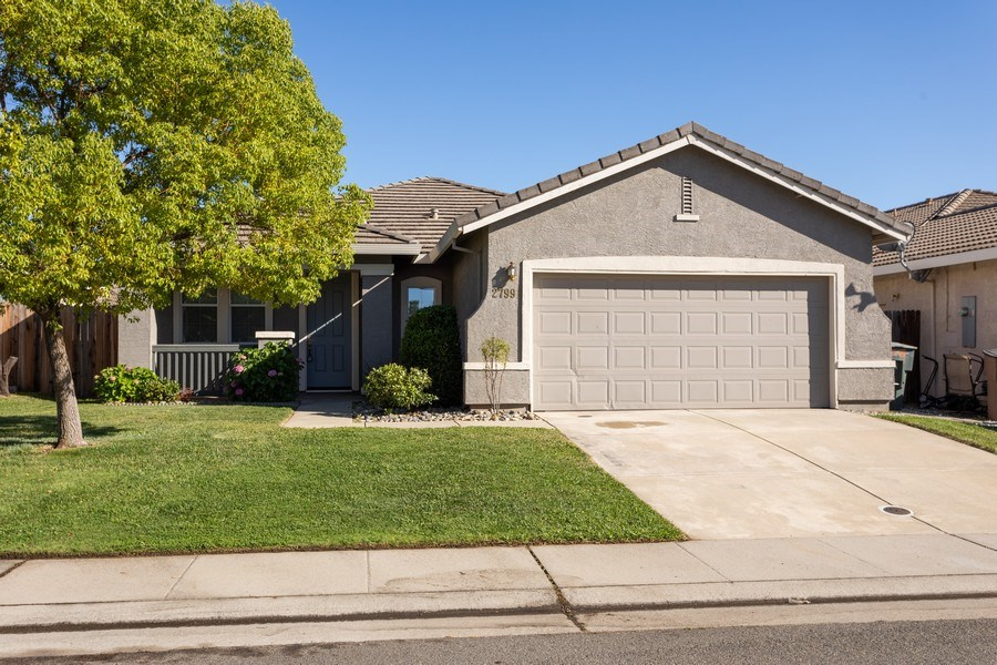 Real Estate Photography - 2799 Meadowland Way, Lincoln, CA, 95648 - Front View