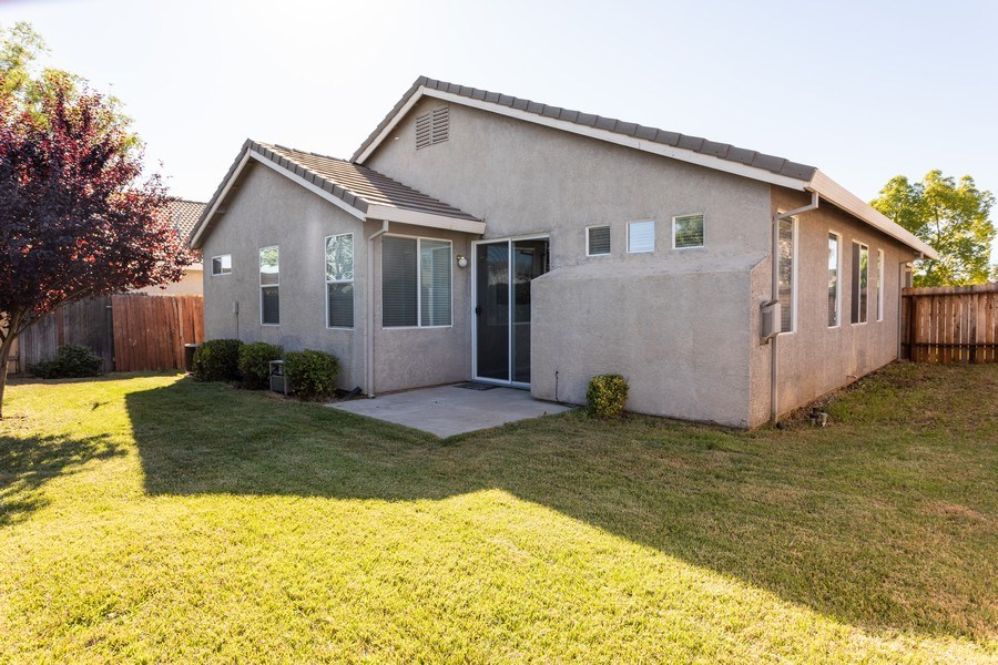 Real Estate Photography - 2799 Meadowland Way, Lincoln, CA, 95648 - Rear View
