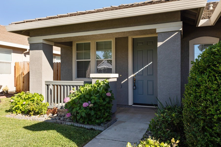 Real Estate Photography - 2799 Meadowland Way, Lincoln, CA, 95648 - Porch
