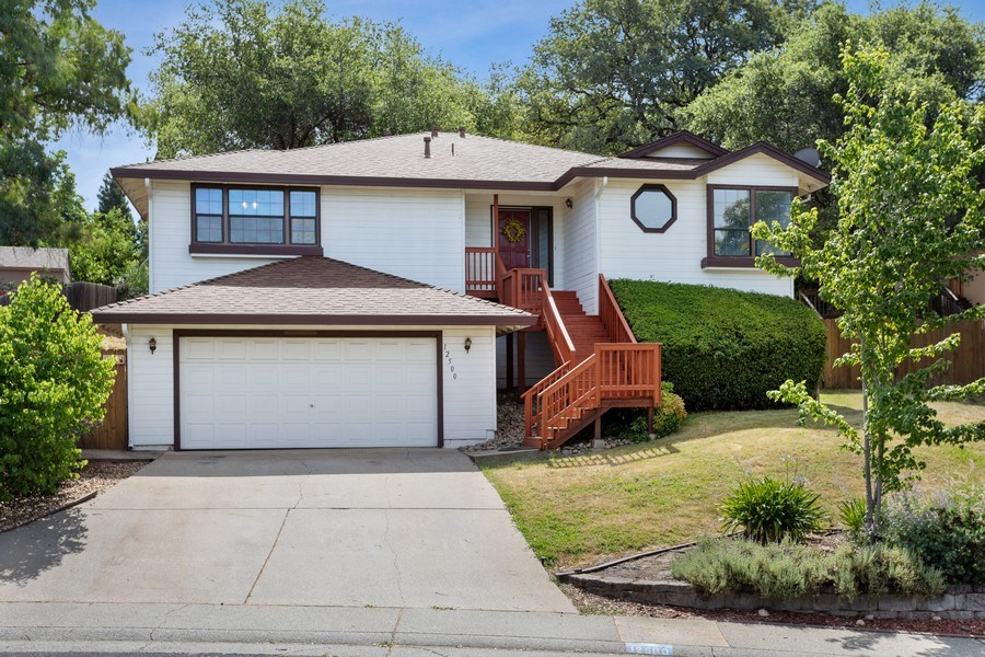 Real Estate Photography - 12500 Erin Dr, Auburn, CA, 95603 - Front View