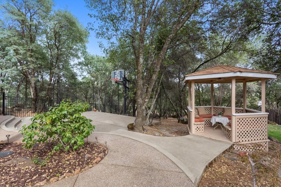 Real Estate Photography - 13485 Moss Rock Drive, Auburn, CA, 95602 - Side Yard