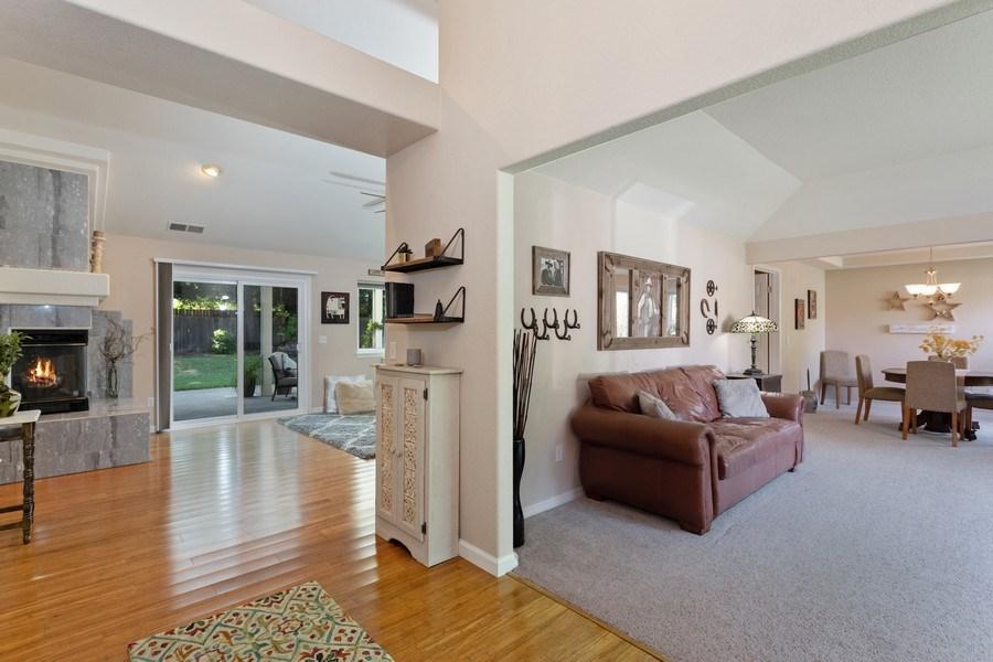 Real Estate Photography - 2639 Emmet Dr., Auburn, CA, 95603 - Entryway