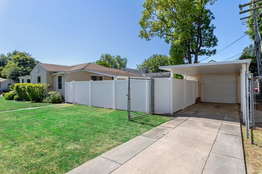 Real Estate Photography - 2780 San Luis Court, Sacramento, CA, 95818 - Garage