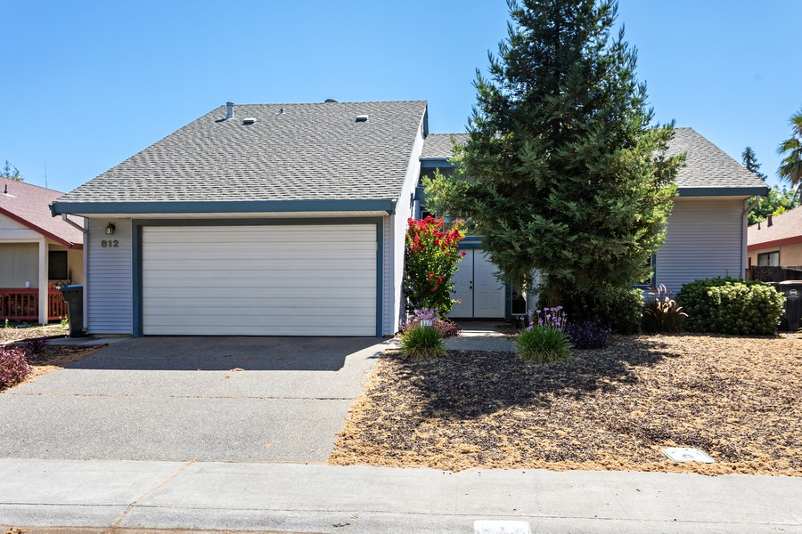 Real Estate Photography - 812 Donovan Court, Davis, CA, 95618 - Front View