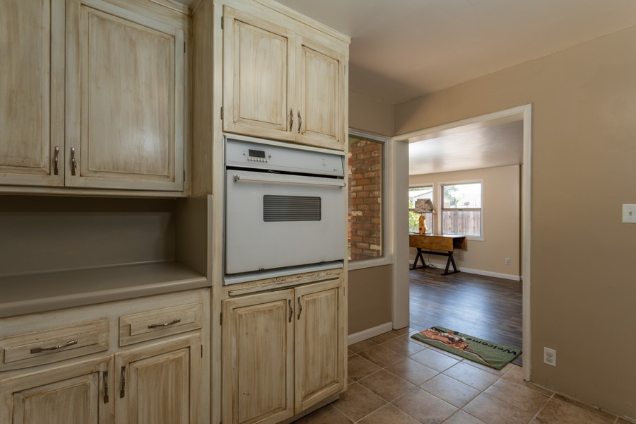 Real Estate Photography - 645 M Street, Lincoln, CA, 95648 - Kitchen