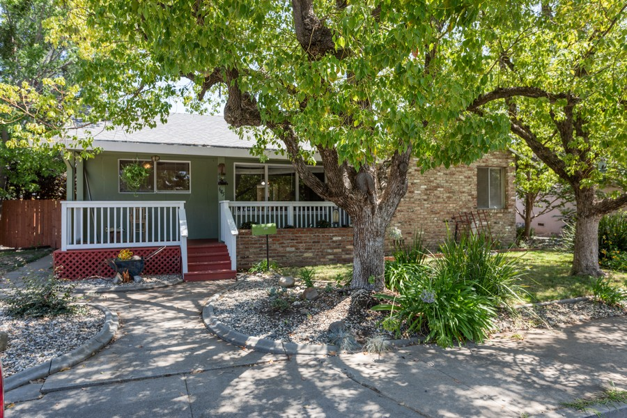 Real Estate Photography - 645 M Street, Lincoln, CA, 95648 - Front View