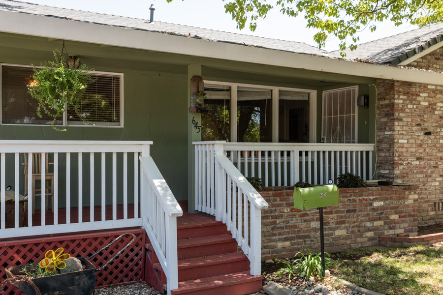 Real Estate Photography - 645 M Street, Lincoln, CA, 95648 - Porch