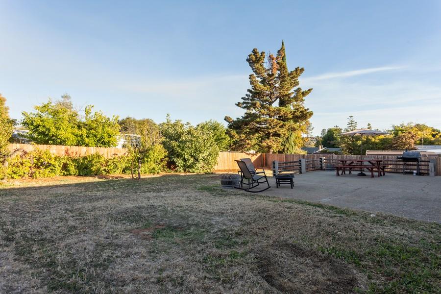 Real Estate Photography - 1370 Wesley Lane, Auburn, CA, 95603 - Back Yard