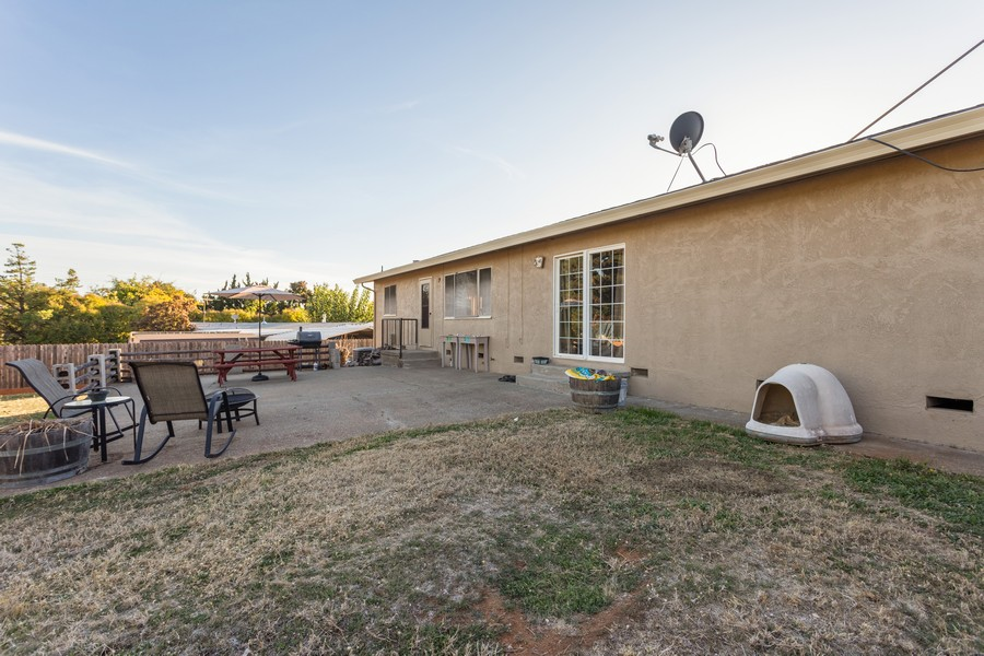 Real Estate Photography - 1370 Wesley Lane, Auburn, CA, 95603 - Rear View