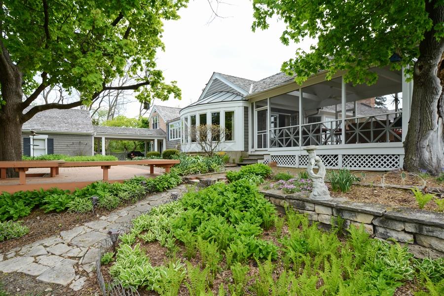 Real Estate Photography - 32 Oak Knoll Road, Barrington Hills, IL, 60010 - Garden view