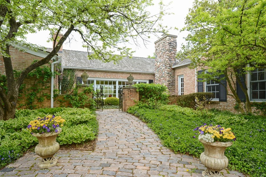 Real Estate Photography - 32 Oak Knoll Road, Barrington Hills, IL, 60010 - Front Entry