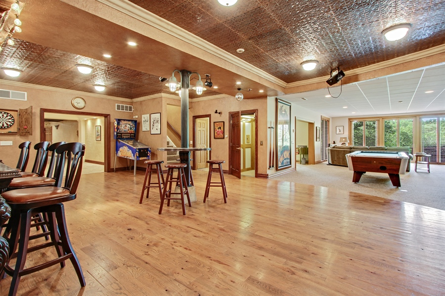Real Estate Photography - 559 Oak Knoll Rd, Barrington Hills, IL, 60010 - Bar Area