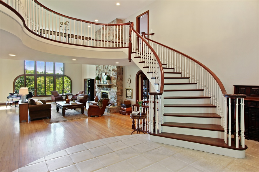Real Estate Photography - 559 Oak Knoll Rd, Barrington Hills, IL, 60010 - Foyer