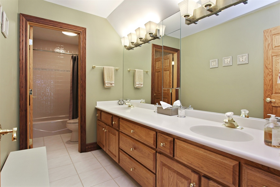 Real Estate Photography - 559 Oak Knoll Rd, Barrington Hills, IL, 60010 - Bathroom for 3rd & 4th Bedroom