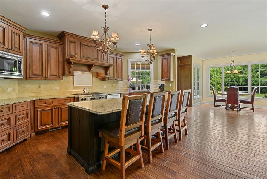 Real Estate Photography - 24215 N Coneflower Drive, Lake Barrington, IL, 60010 - Kitchen / Breakfast Room