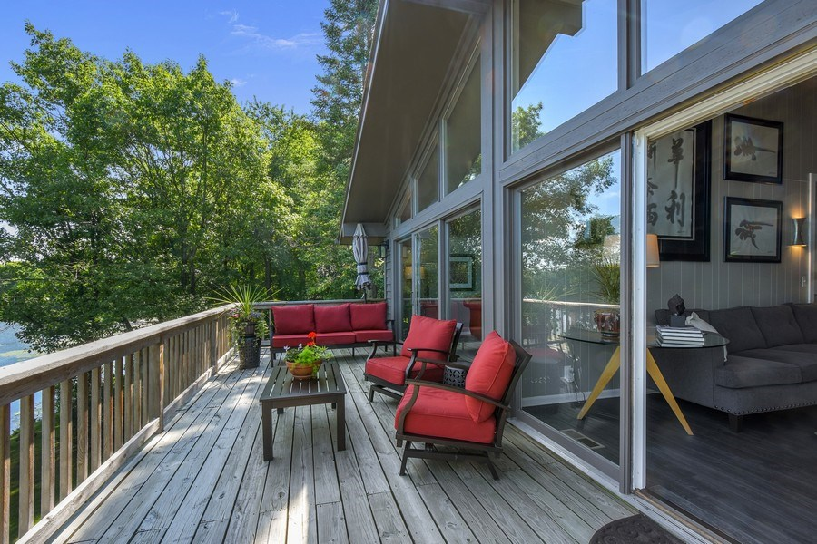 Real Estate Photography - 124 South Hills, Tower Lakes, IL, 60010 - Deck