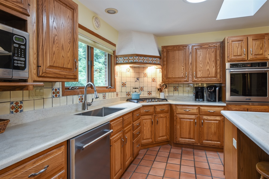 Real Estate Photography - 7 Mohawk Court, South Barrington, IL, 60010 - Kitchen