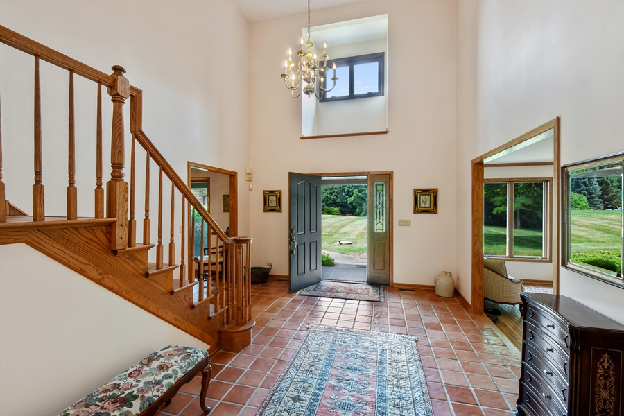 Real Estate Photography - 7 Mohawk Court, South Barrington, IL, 60010 - Foyer