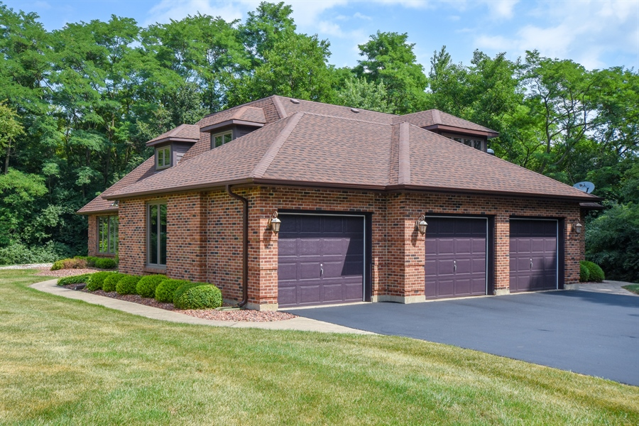 Real Estate Photography - 7 Mohawk Court, South Barrington, IL, 60010 - Garage