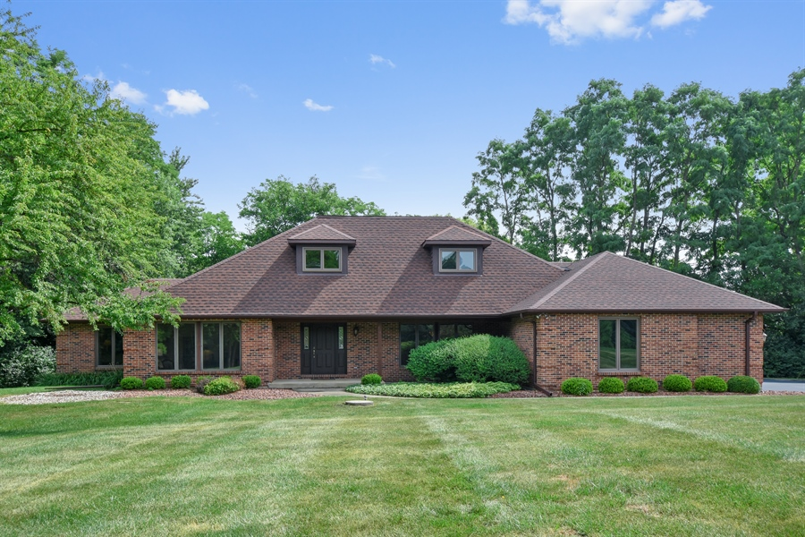 Real Estate Photography - 7 Mohawk Court, South Barrington, IL, 60010 - Front View