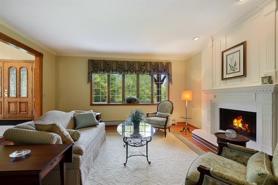 Real Estate Photography - 120 Dunrovin Dr, Barrington Hills, IL, 60010 - Living Room
