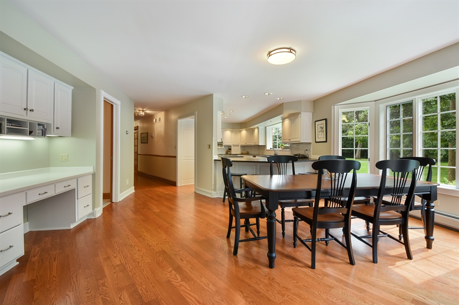 Real Estate Photography - 120 Dunrovin Dr, Barrington Hills, IL, 60010 - Kitchen / Breakfast Room