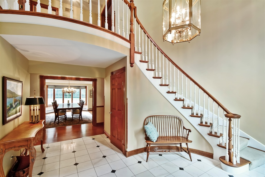 Real Estate Photography - 120 Dunrovin Dr, Barrington Hills, IL, 60010 - Foyer