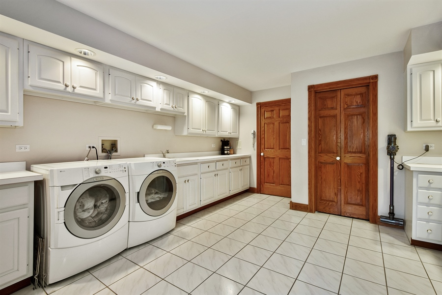 Real Estate Photography - 120 Dunrovin Dr, Barrington Hills, IL, 60010 - Laundry Room