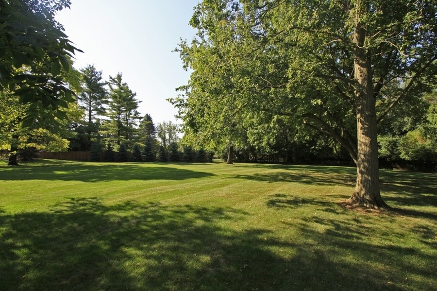 Real Estate Photography - 120 Dunrovin Dr, Barrington Hills, IL, 60010 - Grounds