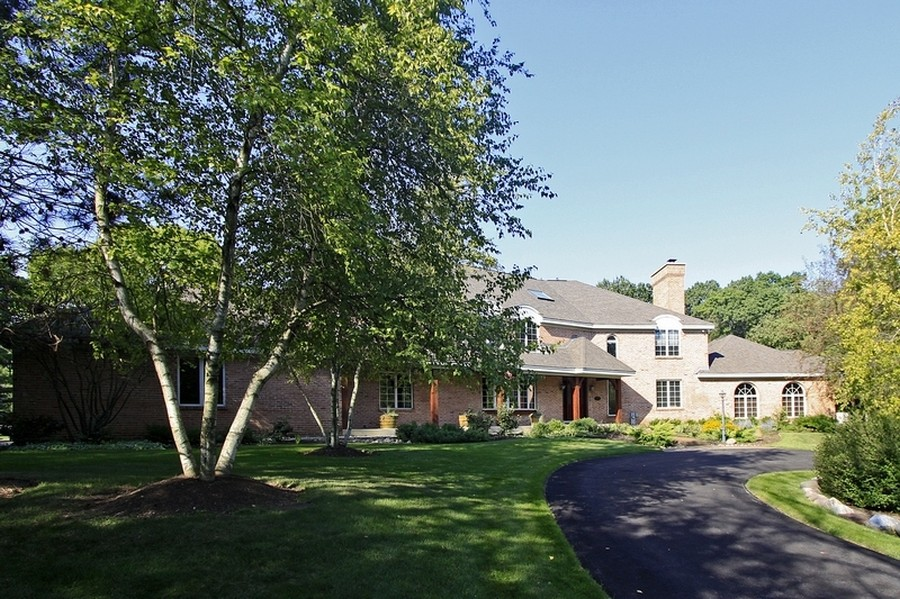 Real Estate Photography - 120 Dunrovin Dr, Barrington Hills, IL, 60010 - Front View