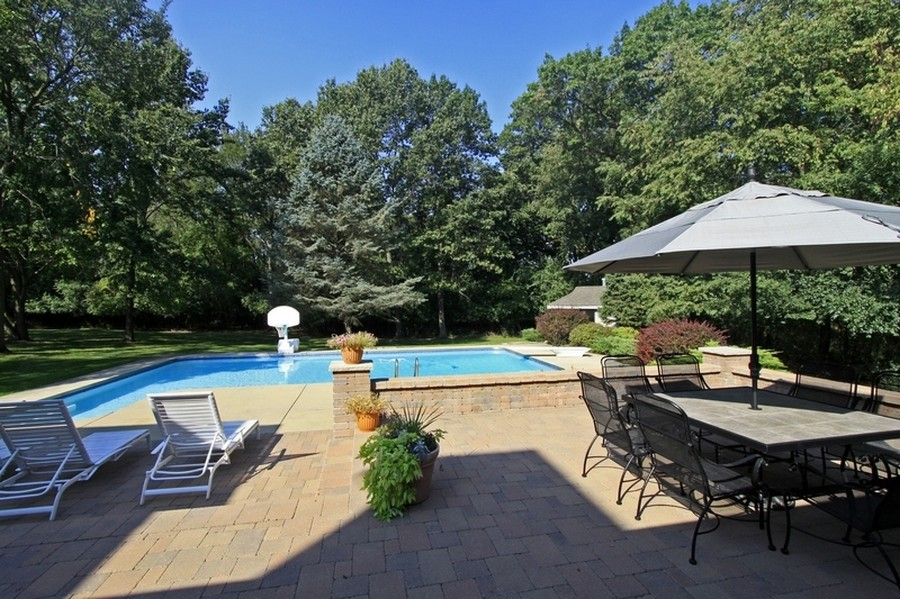 Real Estate Photography - 120 Dunrovin Dr, Barrington Hills, IL, 60010 - Patio & Pool