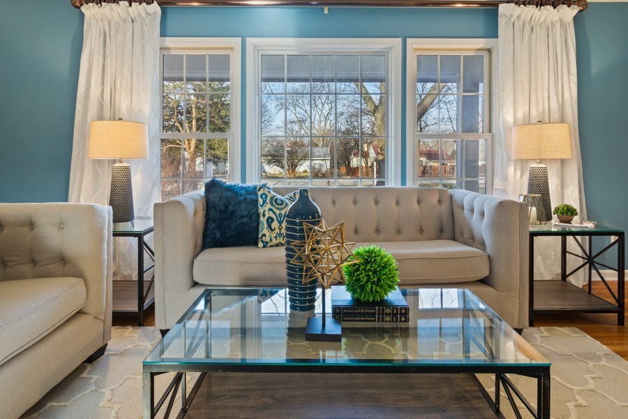 Real Estate Photography - 819 Meadow Lane, Barrington, IL, 60010 - Living Room