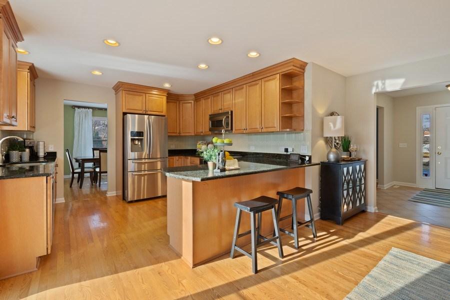 Real Estate Photography - 819 Meadow Lane, Barrington, IL, 60010 - Kitchen