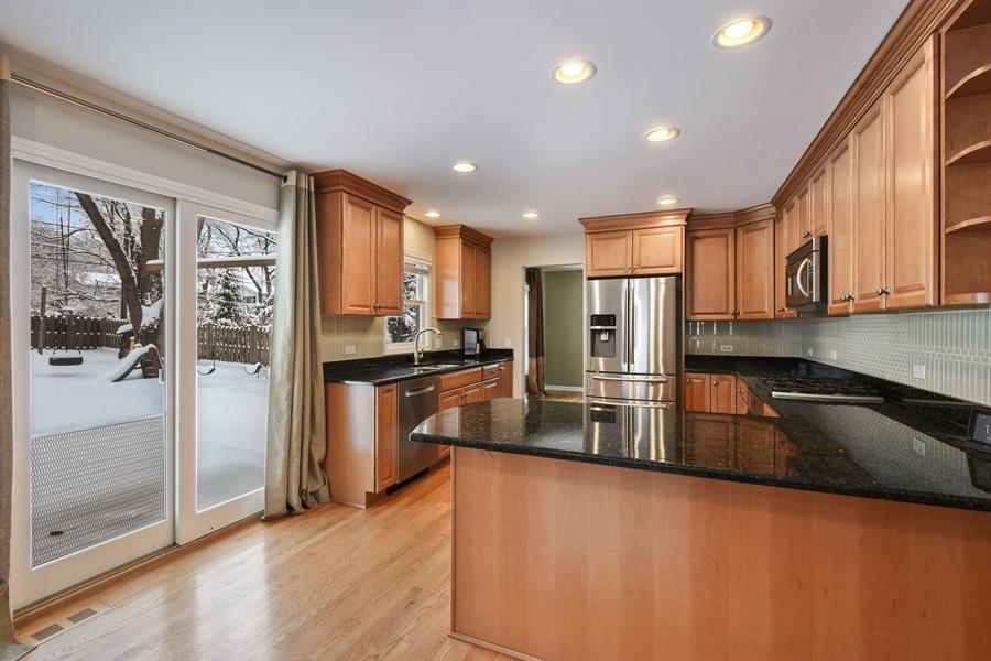 Real Estate Photography - 819 Meadow Lane, Barrington, IL, 60010 - Kitchen / Breakfast Room