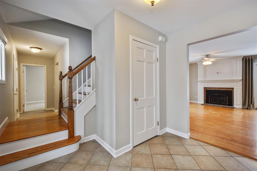 Real Estate Photography - 819 Meadow Lane, Barrington, IL, 60010 - Foyer