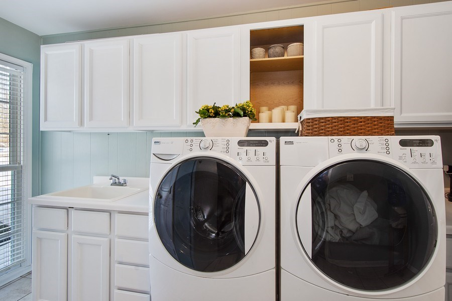 Real Estate Photography - 425 W. Sunset Rd., Barrington, IL, 60010 - Laundry Room